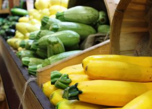 picture of yellow squash and zucchini at market